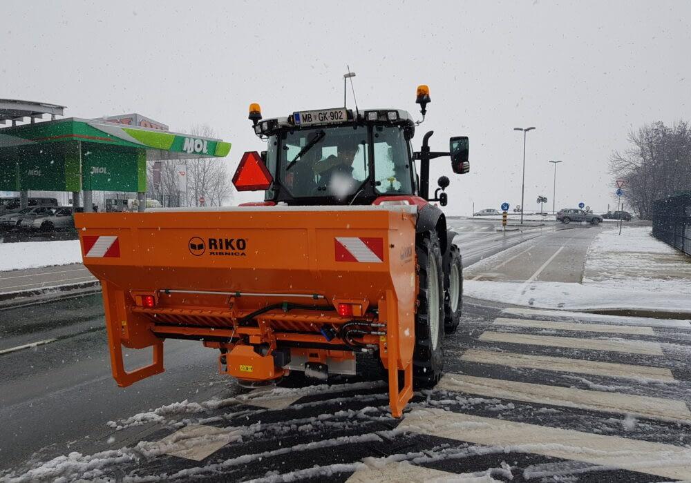 Fotografija izdelka - Traktorski posipalnik TP 9 SNK