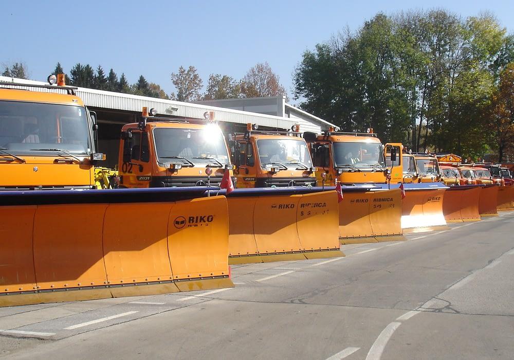 Kamion s sedlom: šleper, opremljen za zimsko službo