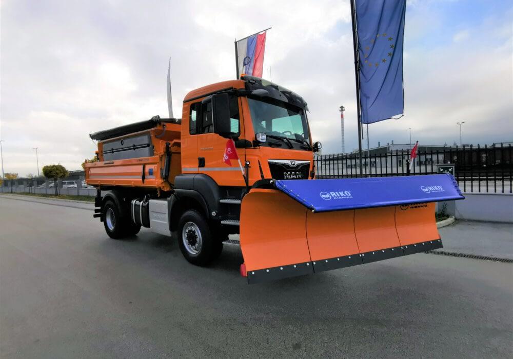 Kamion Man v polni zimski opremi